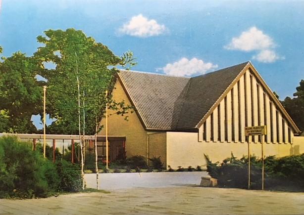 Een mooie postkaart met daarop een afbeelding van de St. Jozefkerk. Prijs € 1,00